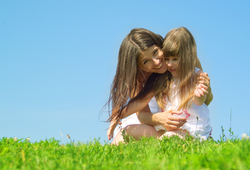 motherdaughteroutside - canstockphoto3285489